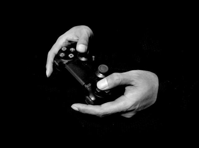PS4継続かPS5か