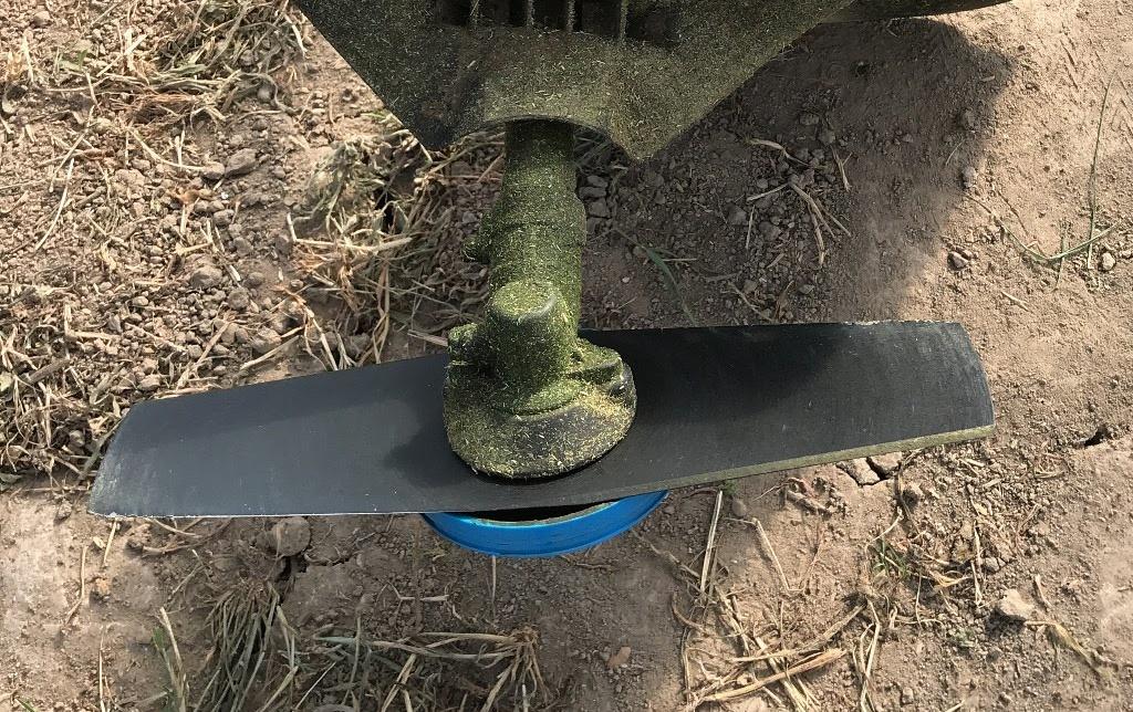 刈払機(草刈機)に「二枚刃」を装着して高刈りしてみた。